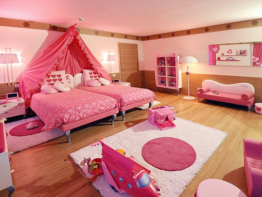 Barbie s bedroom. A Luxurious hotel unlike the others   Barbie