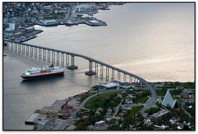 Hurtigruten & Ishavskathedralen, Tromsø