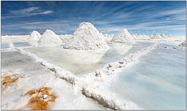 Salar de Uyuni Salt hills