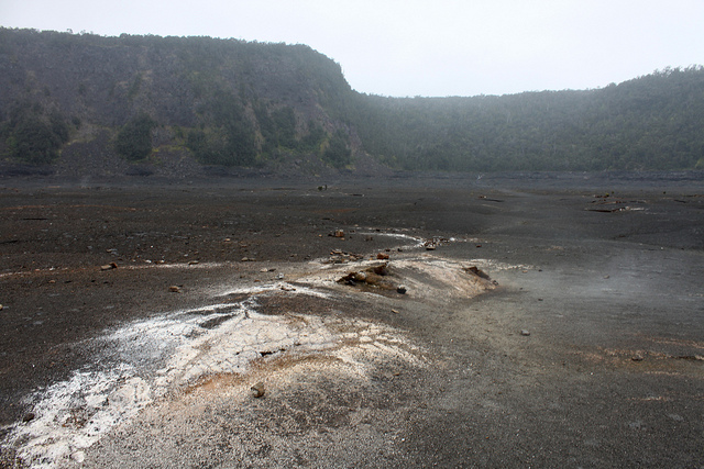 Hawaii-Hike around Kilauea Iki Crater in the Volcano National Park