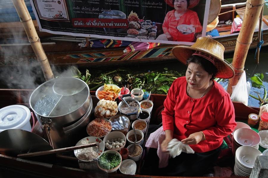 WOMAN - THAI DELICATESSEN