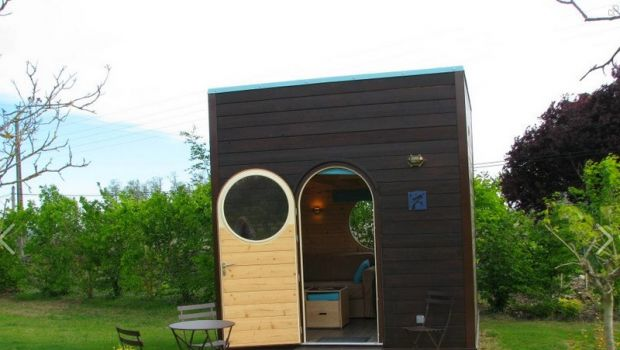 Sleeping under the stars in a wooden cube in France