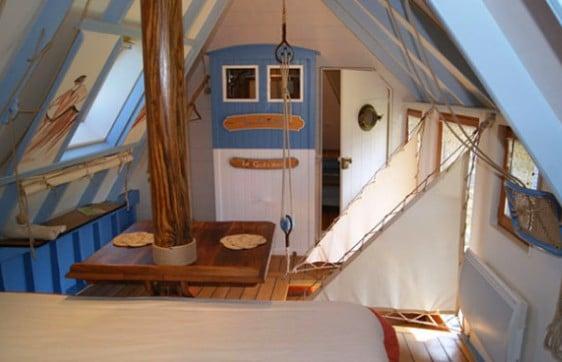 living room-boat hotel