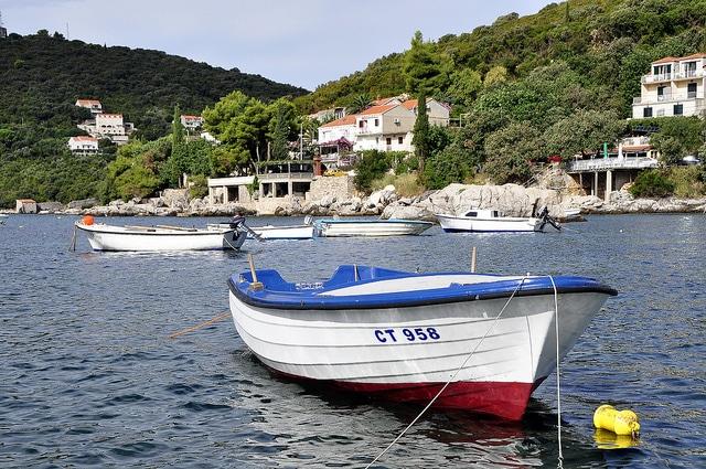 A boat in Molunat