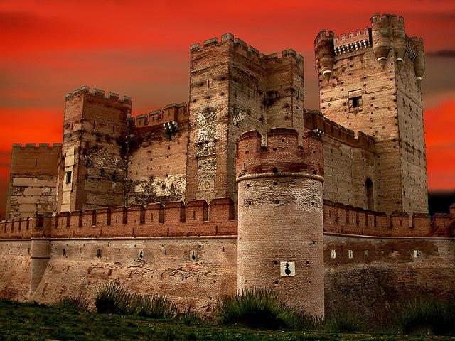 Castillo de Penafiel at night