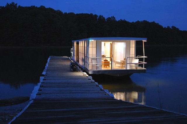 Houseboat, at night