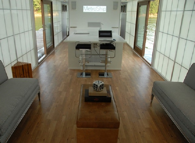 Houseboat, living room