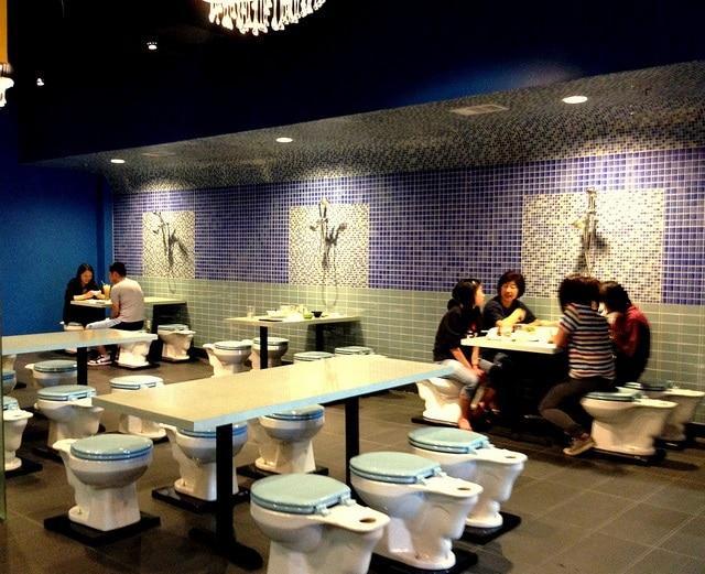 Magic Restroom Café, Los Angeles