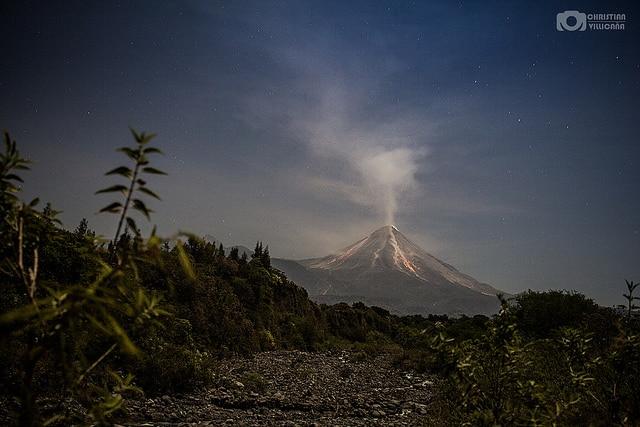 Volcano of Colima seen from la Lumbre river