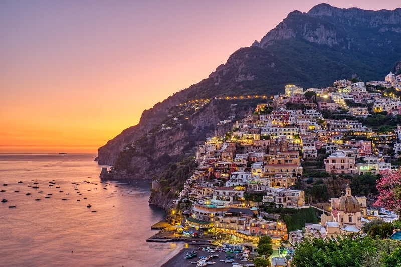view-of-positano-on-the-italian-amalfi-coast-UFYTAG3
