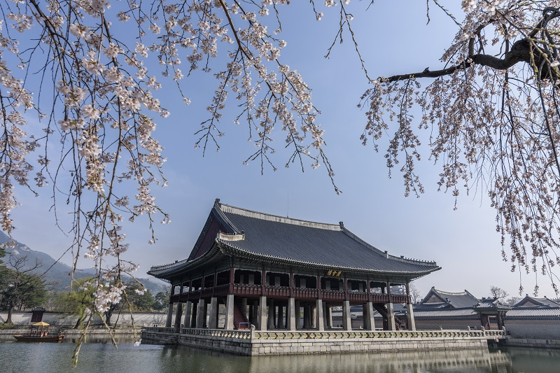 Exterior view of Gyeonghoeru Pavilion and lake in Gyeongbok Palace, Seoul, South Korea.