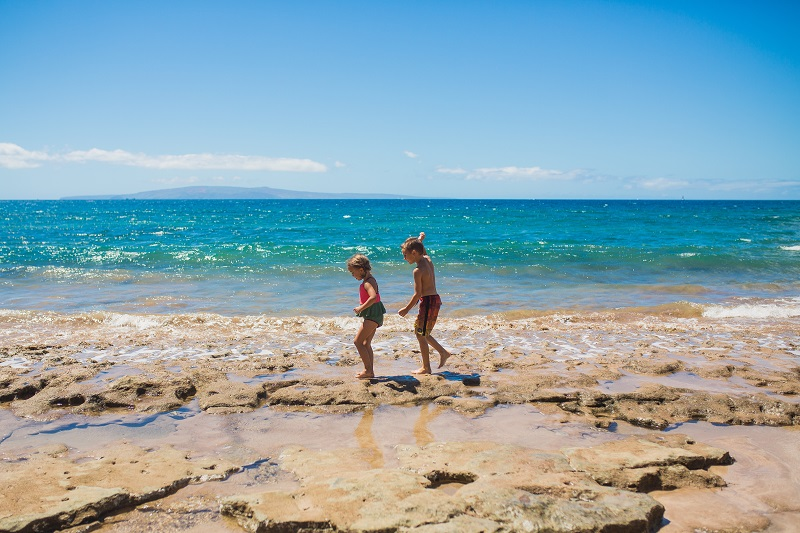 kids-at-the-beach-in-maui