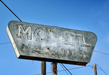 vintage-old-motel-neon-sign-in-a-small-town