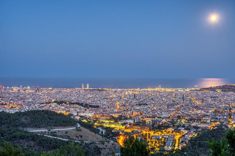 barcelona-at-night